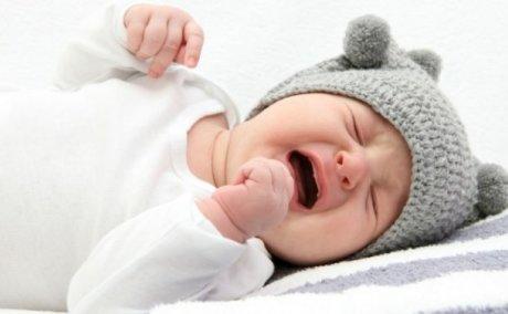 Mame i bebe: što učiniti kad beba dobije grčeve?